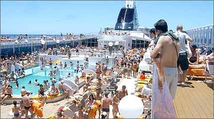 Cruzeiro no litoral de Salvador: passageiro deve ficar atento às cláusulas dos contratos da viagem e não abusar da comida