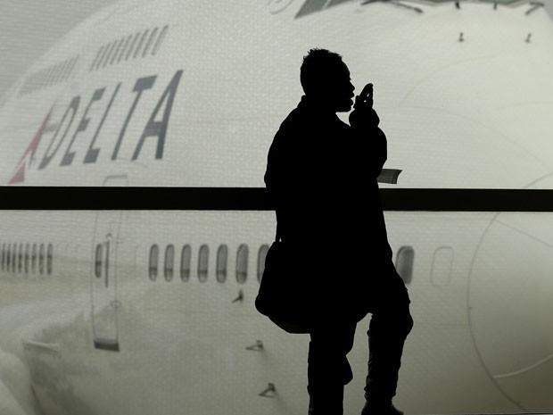 cellphones-planes-tra_fran